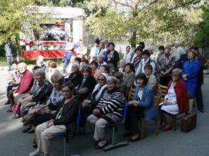 36b52efad88e2e7f428739b9dcd50f40 300x225 - День пожилых людей на заводе